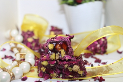 Rose Plated Turkish Delight with Pistachio
